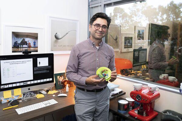 ノーベル生理学・医学賞を受賞したレバノン出身で米スクリプス研究所の教授、アーデム・パタポーティアン氏(4日、同研究所・ドリス神経科学センターにて) - Sputnik 日本