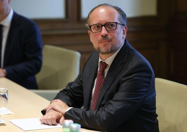 オーストリア 新首相が宣誓を終え、就任