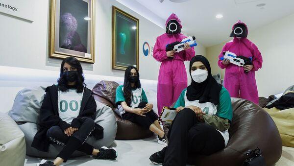 アラブ首長国連邦(UAE)のアブダビにある韓国文化センターで、『イカゲーム』をプレイするプレイヤー - Sputnik 日本