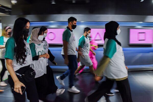 アラブ首長国連邦(UAE)のアブダビにある韓国文化センターで行われた『イカゲーム』のイベントで、ゲームに参加する人々 - Sputnik 日本