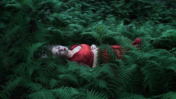 Снимок Her Resting Place фотографа Robin Robertis, оцененный в категории People & Portrait конкурса Mobiography Awards 2021 - Sputnik 日本