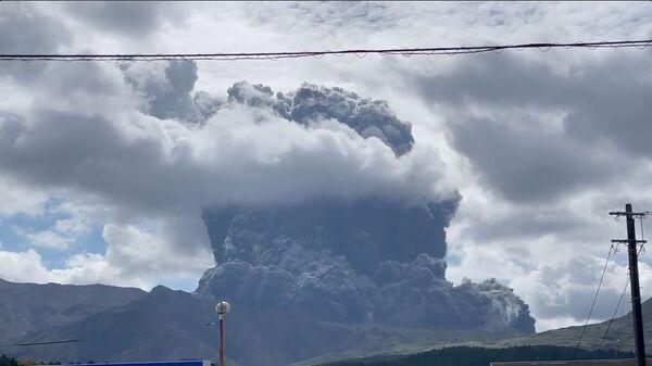 Извержение вулкана Асо в Японии - Sputnik 日本