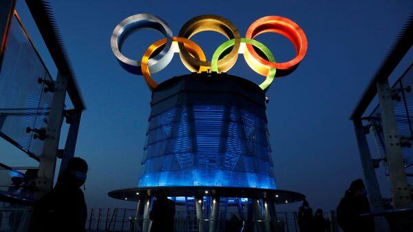 Олимпийские кольца на Олимпийской башне в Пекине - Sputnik 日本