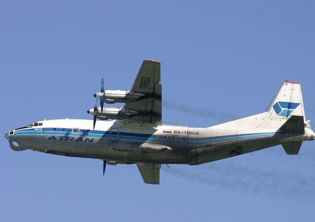 輸送機アントノフ12型機