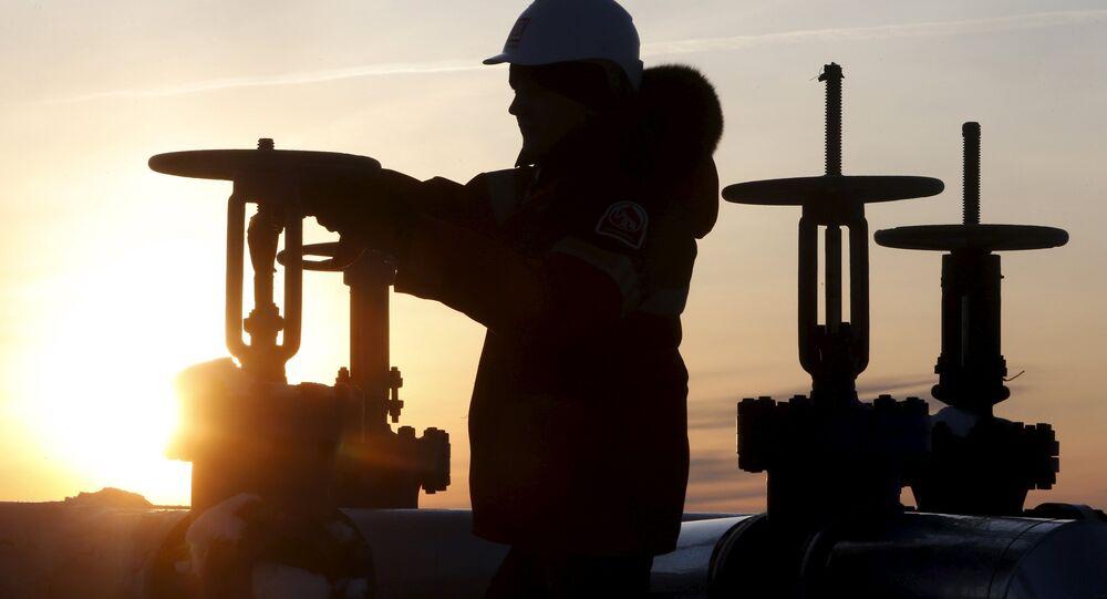 露エネルギー省「ロシアでの原油採掘の生産コストは1バレル平均2ドル」