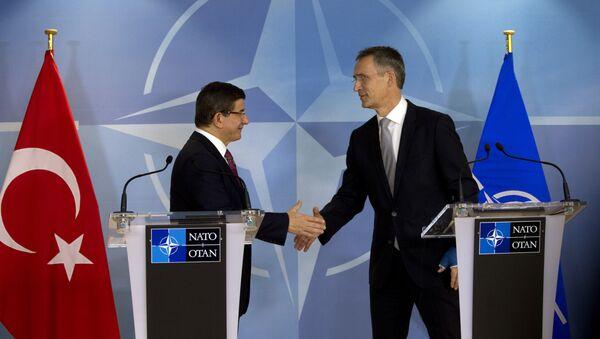 トルコ首相とNATO事務総長 - Sputnik 日本