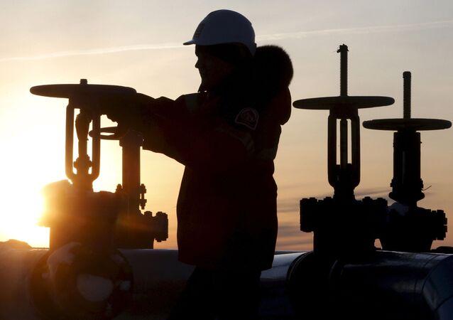 ロシアの原油・コンデンセートの生産量 過去10年間の最低水準に近づく