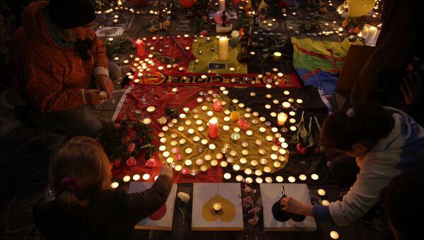 Цветы и свечи в Брюсселе в память о погибших в результате терактов - Sputnik 日本