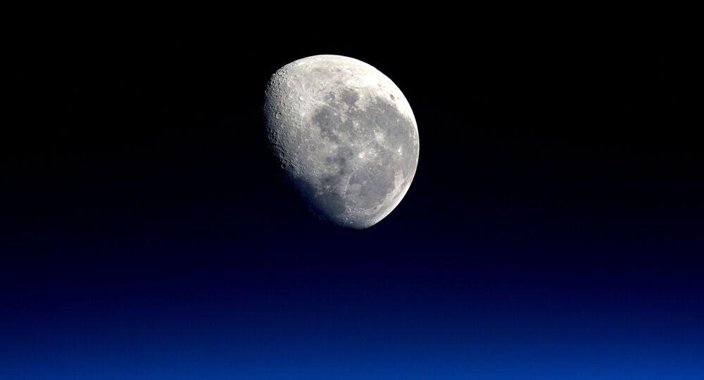 月は宇宙人からの贈り物?ロシアの天文学者の独創的な理論
