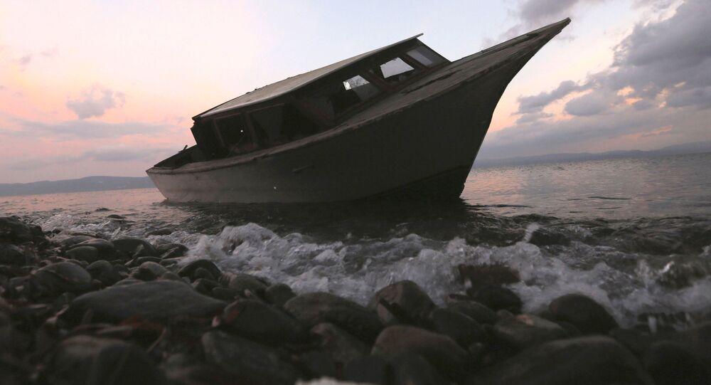 英領西インド諸島で20人の遺体を乗せた船が発見