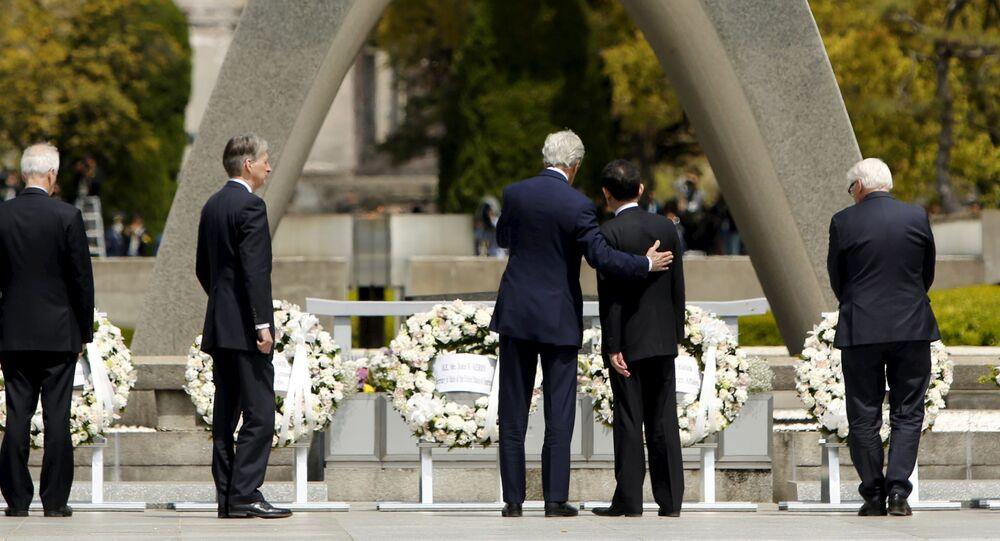 11日に広島の平和記念公園を初めて訪れたケリー米国務長官