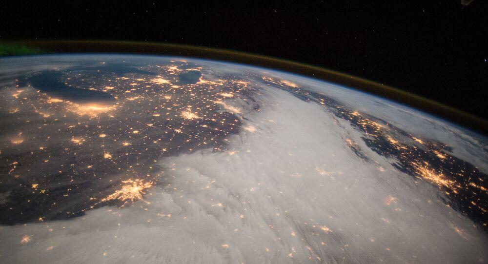 宇宙から見た米国(アーカイブ写真)
