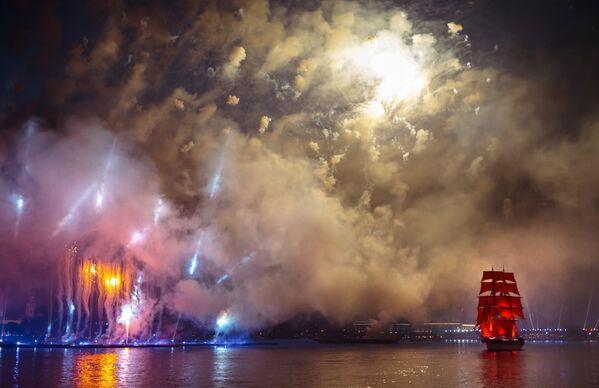 ブリガンティン型帆船がネヴァ川をゆく、サンクトペテルブルグでのフェスティバル「赤い帆船」 - Sputnik 日本
