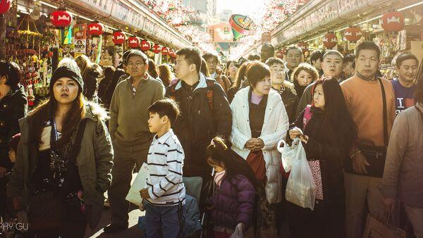 Люди на торговой улице в Токио - Sputnik 日本