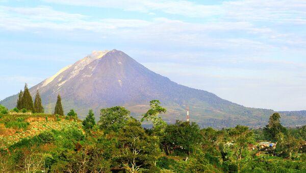 インドネシアのスマトラ島にあるトバ火山 - Sputnik 日本