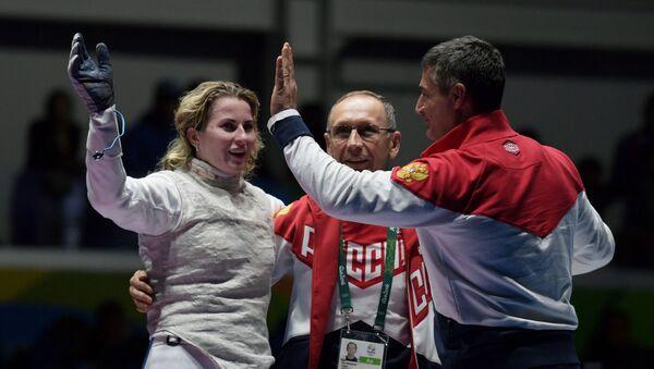 ロシア選手、五輪での勝利後監督を剃髪 - Sputnik 日本