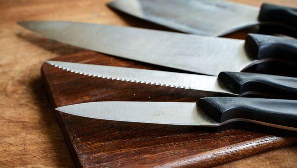 Ножи на разделочной доске - Sputnik 日本