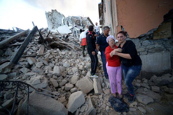 イタリアのアマトリーチェの住民たち、地震後 - Sputnik 日本