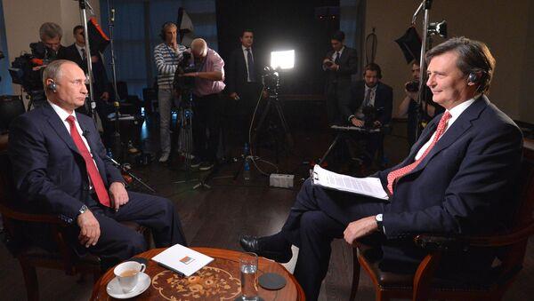 Russian President Vladimir Putin  in an interview with Bloomberg - Sputnik 日本