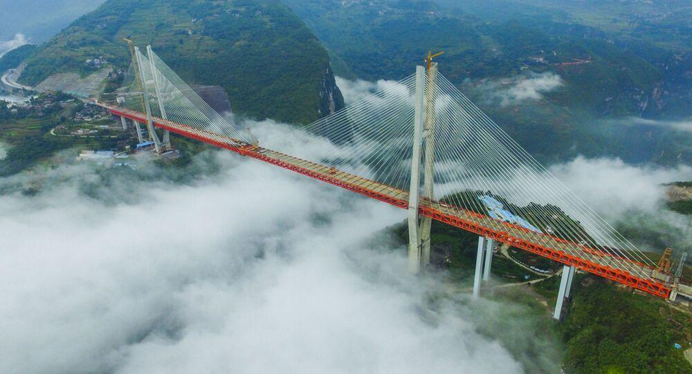中国、世界で最も高い橋の建設を完了