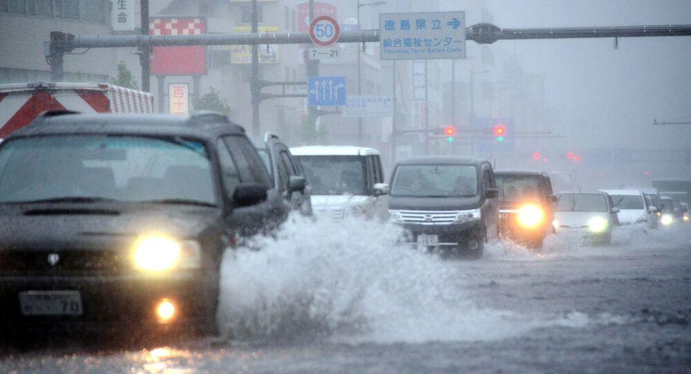 日本 台風17号の影響で空の便302便欠航