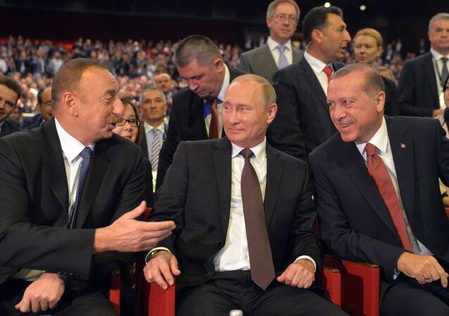 プーチン大統領:ロシアは日本への天然ガス輸出の活発な拡大の意向