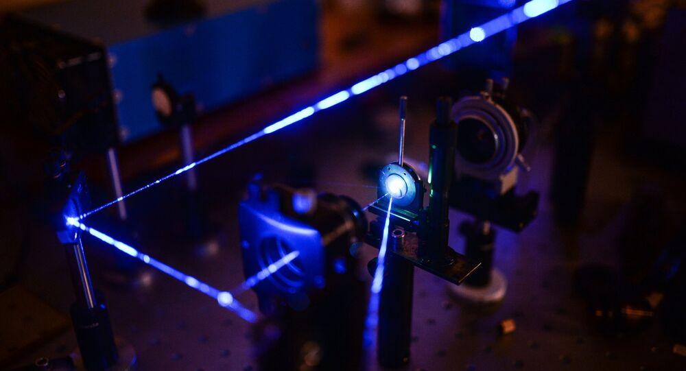 日本の専門化指導の下、ロシア学者が鉄より丈夫なガラスを開発