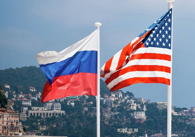 ロシアと米国の旗