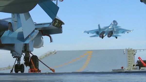 空母「アドミラル・クズネツォフ」艦載機のパイロットら シリアから自分達の基地へ帰還 - Sputnik 日本