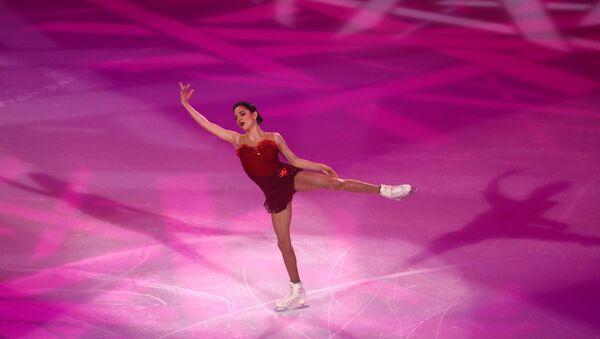 Евгения Медведева выступает в показательных выступлениях финала Гран-при по фигурному катанию в Париже - Sputnik 日本