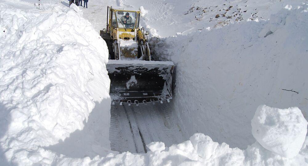 Расчистка завалов и спуск лавин на Транскаме