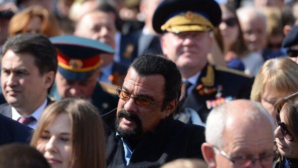 スティーヴン・セガール、赤の広場の観覧席で戦勝パレードを見ていた【資料写真】 - Sputnik 日本