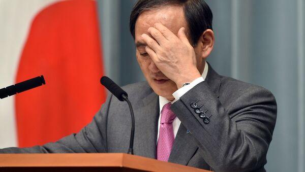 Секретарь правительства Японии Есихидэ Суга на пресс-конференции - Sputnik 日本