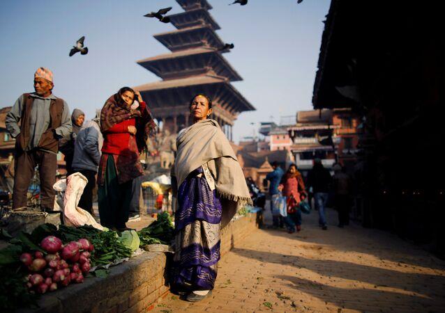 ネパール 生理中の少女が隔離、蛇にかまれ死亡 族が呪術師に治療