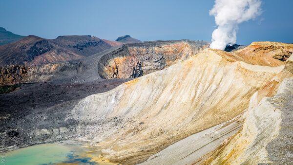 クリル諸島のエベコ火山から高さ4キロの噴煙柱 - Sputnik 日本