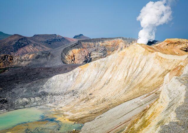 クリル諸島 エベコ山が噴火、噴煙2200メートル