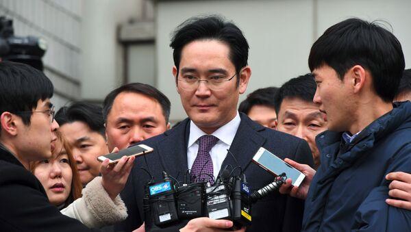 韓国検察、サムスンの事実上のトップに懲役12年求刑 - Sputnik 日本