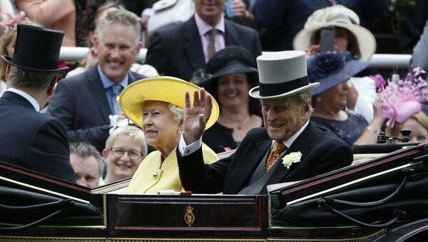 英紙『SUN 』、英フィリップ殿下を葬る 女王の夫【写真】 - Sputnik 日本