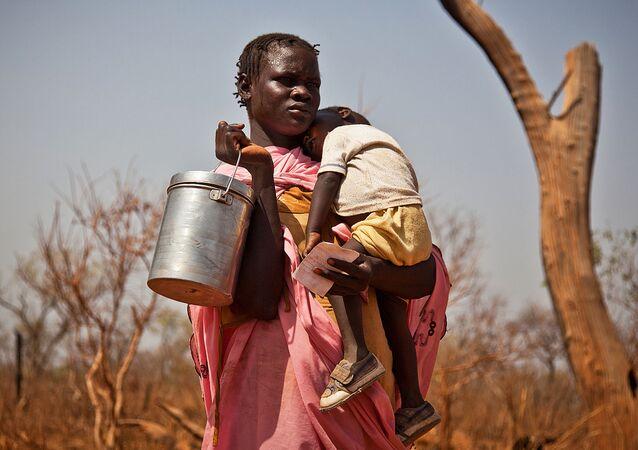 スーダン当局、南スーダンの飢餓に苦しむ人々に食糧を届けるため国境を開く