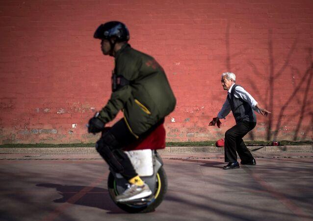 中国の年金改革 受給開始年齢引き上げに市民は脅威