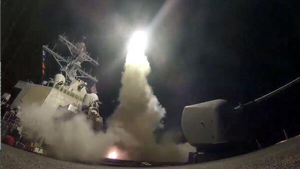 米、シリアにミサイル攻撃 空軍基地へトマホーク59発【写真】 - Sputnik 日本