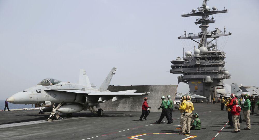 空母カールビンソンからF-18艦載機が海に墜落