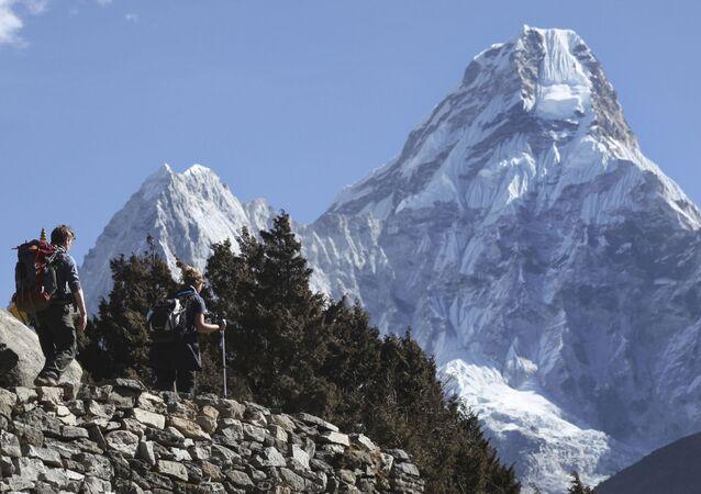ポーランド人、エベレスト山越えで違法 チベット側からネパールへ