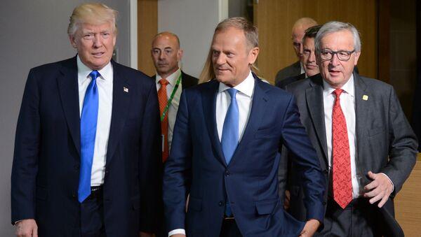 Президент США Дональд Трамп, председатель Европейского совета Дональд Туск и председатель Европейской комиссии Жан-Клод Юнкер после встречи в Брюсселе - Sputnik 日本