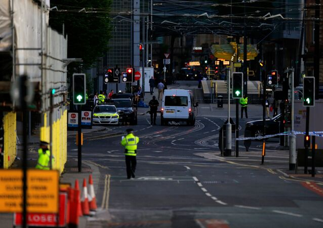 マンチェスターで警察が巡視
