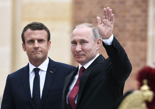 マクロン大統領とプーチン大統領