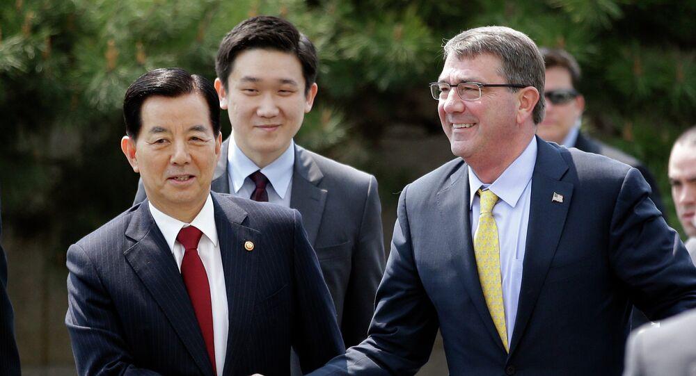 韓民求(ハン・ミング)国防相と アシュトン・カーターアメリカ合衆国国防長官
