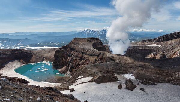 カムチャツカのクリュチェフスキー火山、2日で3回目の噴煙柱 - Sputnik 日本