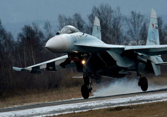 露戦闘機Su-27