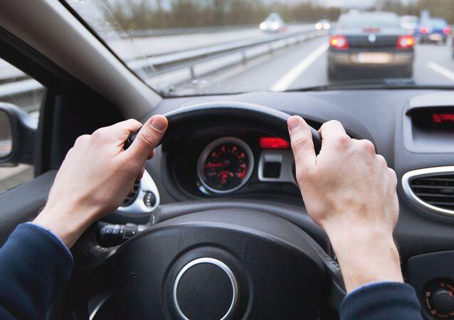 心理学者がアドバイス 運転中に聞かない方がいい音楽
